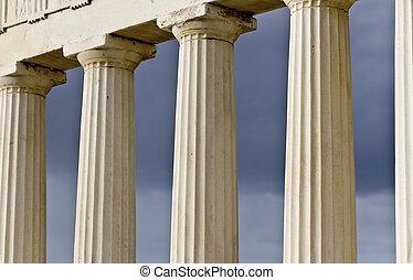 Row of ancient Greek pillars of doric rhythm