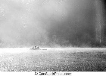 rowboat, auf, der, see, an, morgen, nebel, an, mae hong...