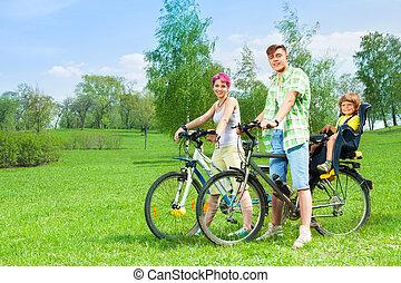rowery, para, dzieciaki