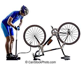 rowerzysta, naprawiając, rower, sylwetka