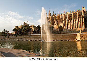 Royal Palace of La Almudaina and Cathedral La Seu