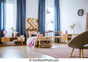 Roze gordijnen meiden bed slaapkamer interieur witte beelden en
