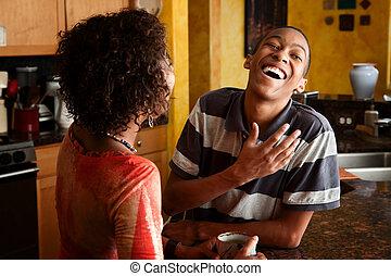 rozmowy, para, afrykańska-amerikanka, kuchnia