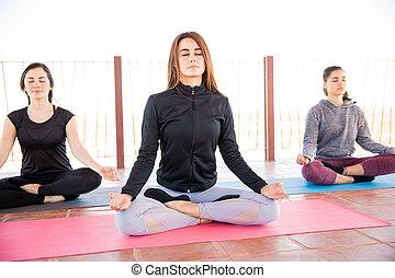 rozmyślanie, kobiety, yoga, trzy, klasa