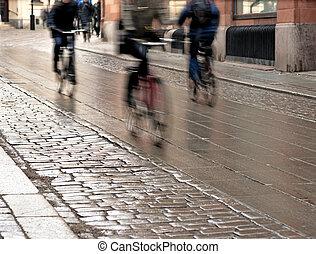 rua, ciclistas, molhados