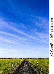 rua, para, a, horizonte, com, céu azul
