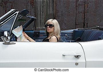 rubio, hembra, en, coche convertible