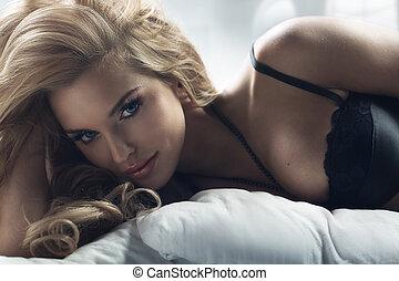 rubio, mujer, con, asombroso, ojos