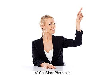 rubio, mujer de negocios, sentado, en, el, escritorio