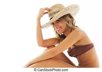 rubio, mujer, en, biquini, y, sombrero de paja