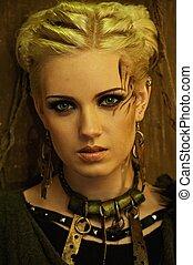 rubio, niña, con, un, étnico, collar, retrato