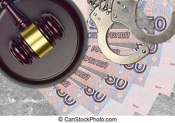 rubles, action éviter, juge, menottes, factures, judiciaire, police, 50, russe, tribunal, marteau, impôt, concept, bribery., procès, ou, desk.