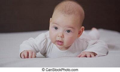 ruch, domowy, powolny, noworodek, portret, zatkać się, mała ...