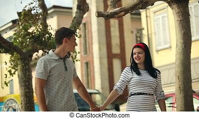 ruch, dzierżawa, ludzie, dziewczyna, 2015, włochy, młody, powolny, chłopiec, hands., valentine, dwa, miasto, hd, sierpień, arona