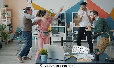 ruch, koledzy, posiadanie, szczęśliwy, zabawa, biuro, ...