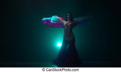 ruch, powolny, występuje, stage., taniec, arab, tło., ...