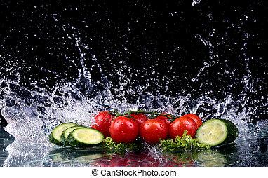 ruch spłynął, kromki, wiśnia, marznąć, woda, bryzg, studio, tło, ogórek, pomidory, czarnoskóry