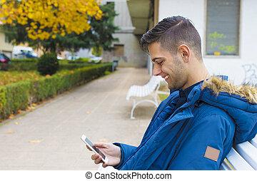 ruchomy, park, młody, ława, jesień, telefon, nastolatek