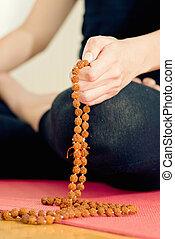 rudraksha, perles rosaire, yoga, méditation