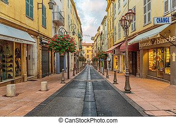 rue, dans, les, vieille ville, antibes, dans, france.
