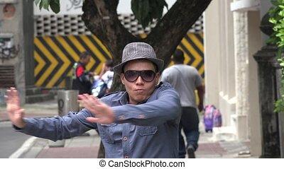 rue, jeune homme, danse
