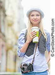 rue ville, tasse, boisson chaude, hipster, girl, heureux