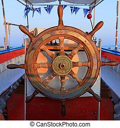 rueda, primer plano, entrepuente, barco