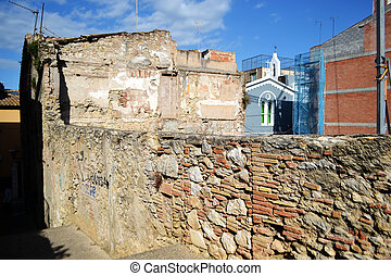 Ruined house in the center of Figueres