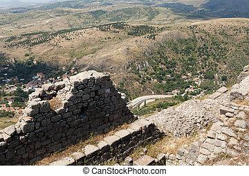ruinen, in, uralt, stadt, von, pergamon, türkei