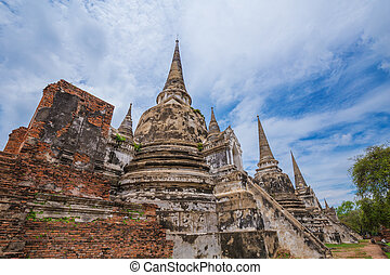 Ruins of buddha statues and pagoda of Wat Phra Si Sanphet in...