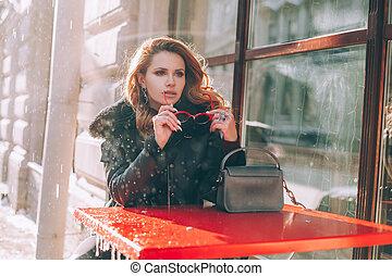 ruivo, café, mulher, rua, ao ar livre