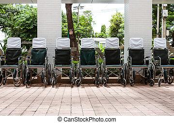 Rullstolar, utanför, sjukhus, parkerad