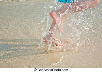 running feet at the beach