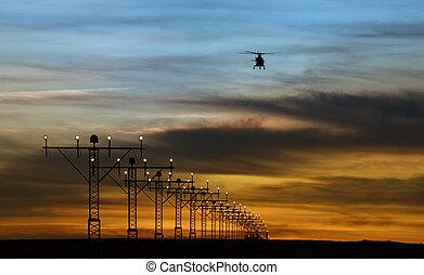 runway zündet, und, silhouette, von, a, hubschrauber