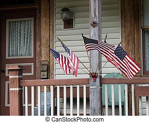 rural, banderas, varios, viejo, pórtico