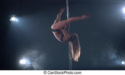 ruses, dance., poteau, pylône, exécute, girl, vue