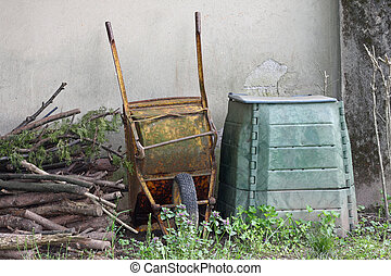 rusted cangrejo and container for the composter and organic waste in a garden