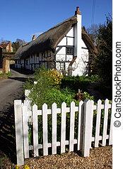 rustique, thatched chaumière