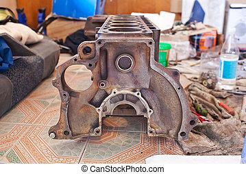 Rusty cylinder block of 6-cylinder engine