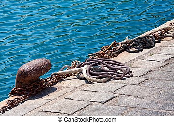 rusty ship mooring - Rusty cleat with ship's mooring