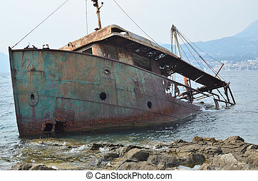 Rusty ship trunk - Destroyed old rusty ship trunk half ...