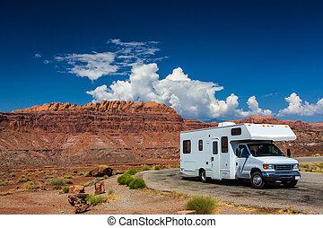 RV canyonlands - white RV / campervan in canyonlands USA ...