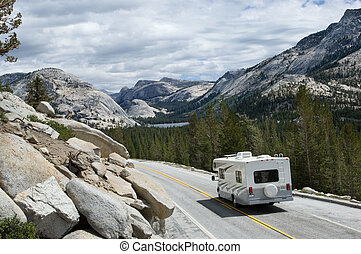 RV in Yosemite - Tioga pass, Yosemite national park,...