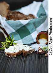 rye bread with philadelfia