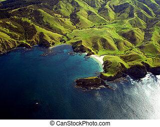 rynkig, grön, uppträden, av, kullar och mountains, längs, den, kustlinje, av, northland, nya zeeland