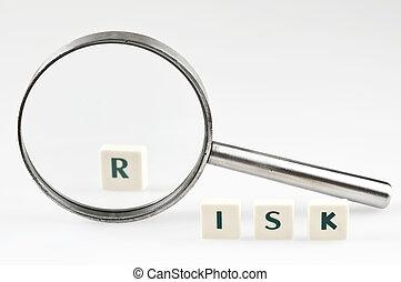 ryzyko, słowo, i, szkło powiększające