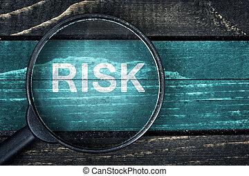 ryzyko, tekst, barwiony, i, szkło powiększające, na, stół