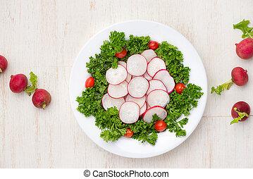 rzodkiewki, sałata, swojski, świeża roślina, close-up., stół.