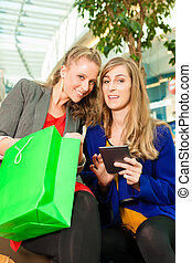 säcke, einkaufszentrum, shoppen, zwei frauen