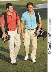 säcke, gehen, golfen, maenner, zwei, kurs, tragen, entlang